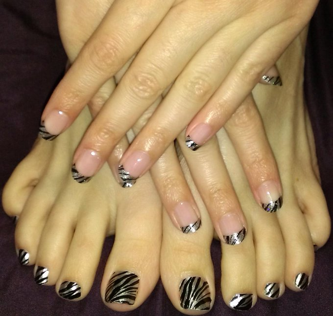 New nails!! http://t.co/85YQGsSw91