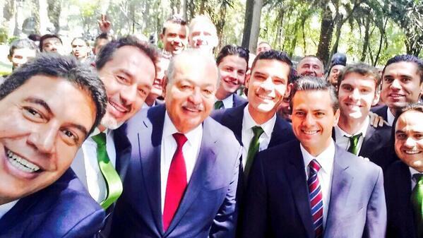 Una Selfie de CAMPEONATO.  @EPN @carlosslim @clubleonfc http://t.co/ZLLDIFOF8g