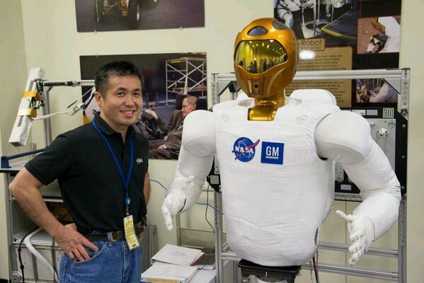 RT @AstroRobonaut: Just your friendly neighborhood Robonaut hanging with @Astro_Wakata before we became TV celebs http://t.co/Fth5qQebvs
