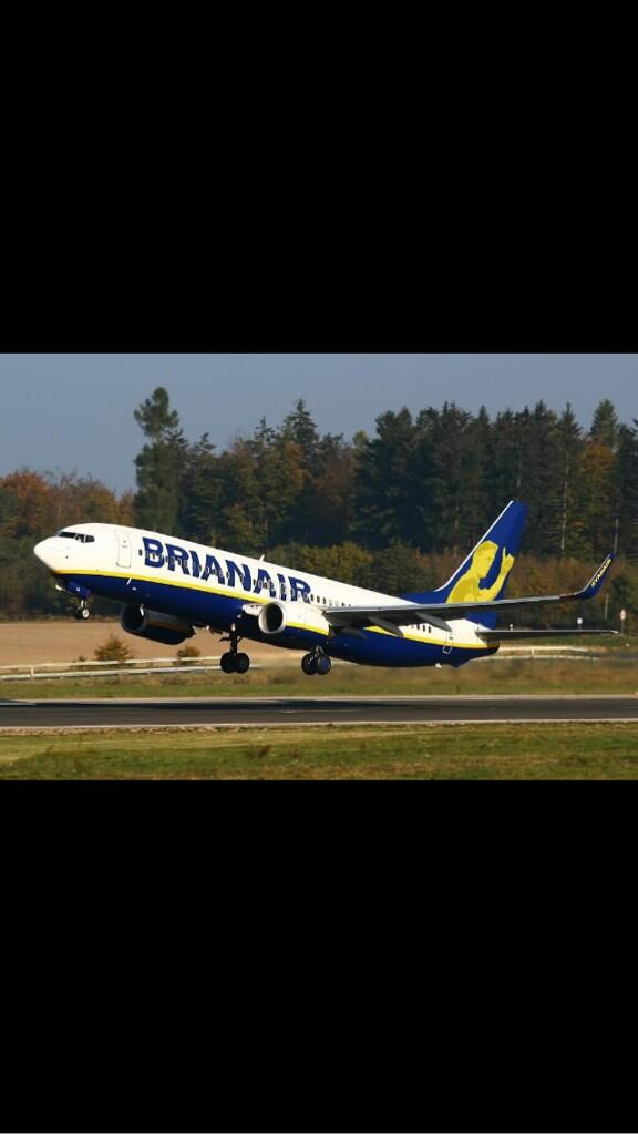 RT @Aidankiller23: A fitting tribute from @Ryanair to The Legend @BrianODriscoll #thankyoubrian http://t.co/J6CkBi653j
