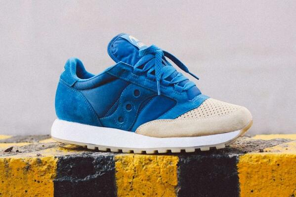 """Something ocean-inspired. The Anteater x Saucony Jazz Original """"Sea & Sand"""" http://t.co/qH827u7N27 http://t.co/oPrTZVuyFX"""