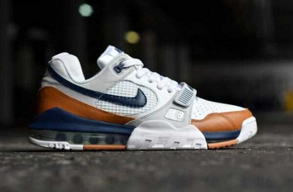 """The Nike Air Trainer SC """"Medicine Ball"""" is having a huge comeback this season. Who's copping? http://t.co/uaD63AQE2W http://t.co/NYLFe2a2SS"""