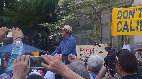 """If you eat fruits and veggies from the Central Valley you are eating from fracked  fields"" Tom Frants #DontFrackCA http://t.co/LpwAjRQfnz"