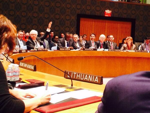 Tomasz Sokolewicz (@TomSokolewicz): ONZ: Kto popiera Rosję? 1 : 13  RT @euromaidan 11 min.  Кто плевать хотел на международное право, поднимите руку. http://t.co/hGxyZei1hD