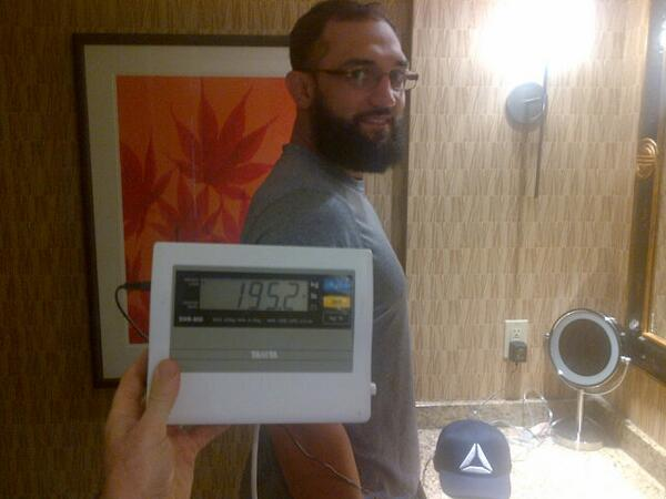Good morning from @JohnyHendricks!!! 195.2lbs and ready to win a world title!!! @ARAM_TTD @TeamTakeDown #DolceDiet http://t.co/FGgbEsnGCy