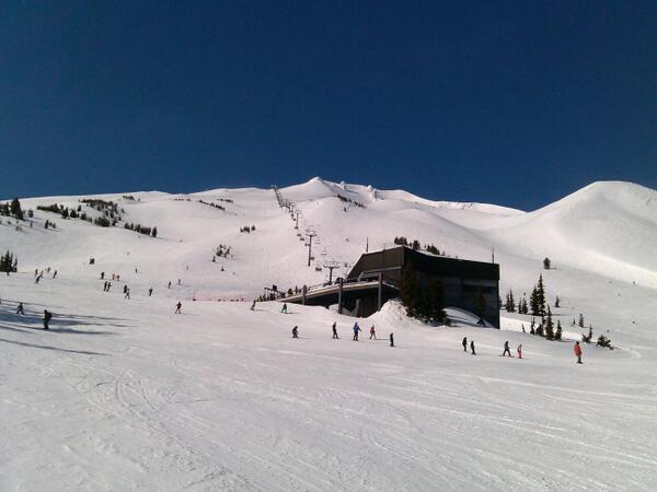 Beautiful day on Summit Chair @mtbachelor http://t.co/RQnRRt2iKW