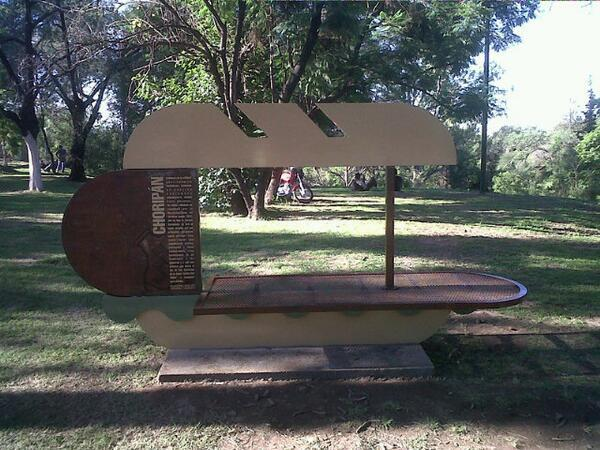 Chori-bank: así es el primer monumento al #Choripán del mundo. Parque Sarmiento. Córdoba cc @cgastronomico http://t.co/xQpIFQVvYp