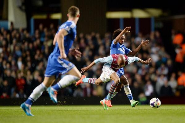 BiylzEhCAAAz4Pq Should Chelseas Willian have been sent off at Aston Villa for two yellow cards?