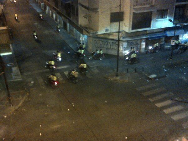 Así estuvo la noche del #15M en Chacao Vía @360UCV  http://t.co/jk2uC8SjmC