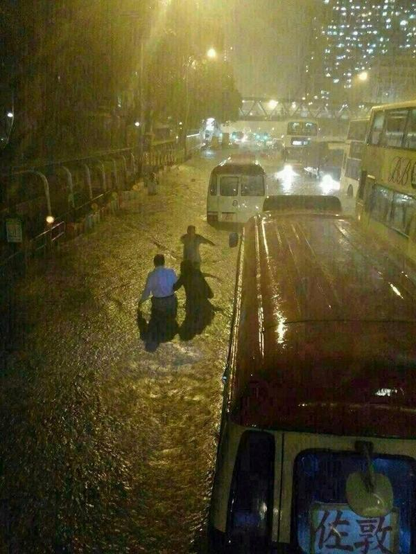 "Andrea Butera (@AndreaButera): Waist-deep! RT @MarkVogan: RT ""@mrbrown: Wow what a storm in Hong Kong! [via @diivyahira] http://t.co/K01Fkg4Egn"" @JimCantore @AndreaButera"