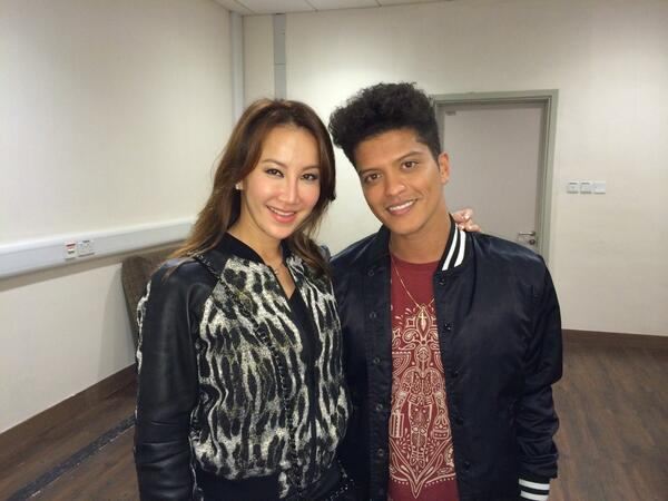 Thank u @BrunoMars 4 hanging w/us right before the final concert in hk. Ur simply out of this world! Musical genius! http://t.co/vPkv1qmM5m