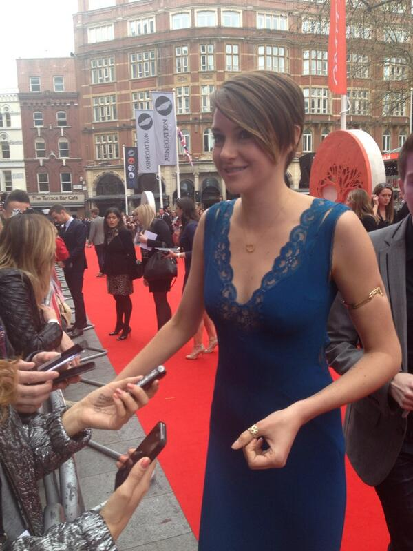 @shailenewoodley her biggest fashion faux pas? I'm useless so probably most days We disagree! #divergent http://t.co/Glw1kebyXM