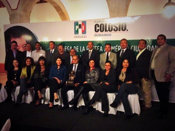 COBAED (@COBAEDoficial): Una presea dedicada a toda la familia COBAED por su compromiso con la sociedad de Durango #colosiovive @meregobdgo http://t.co/EZ1cqWy8o8
