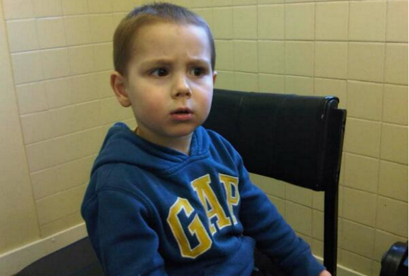 PLEASE RT: Urgent appeal to find parents of young boy found in Lincoln this afternoon  http://t.co/zLQ2ykenqt http://t.co/5bYR8PxSYl