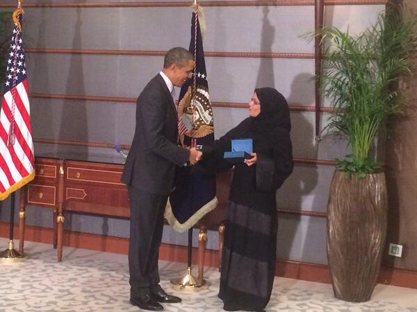 Pres Obama gives Intl women of courage award to Dr Maha Al Muneef in Riyadh http://t.co/MHS1YA2K5C