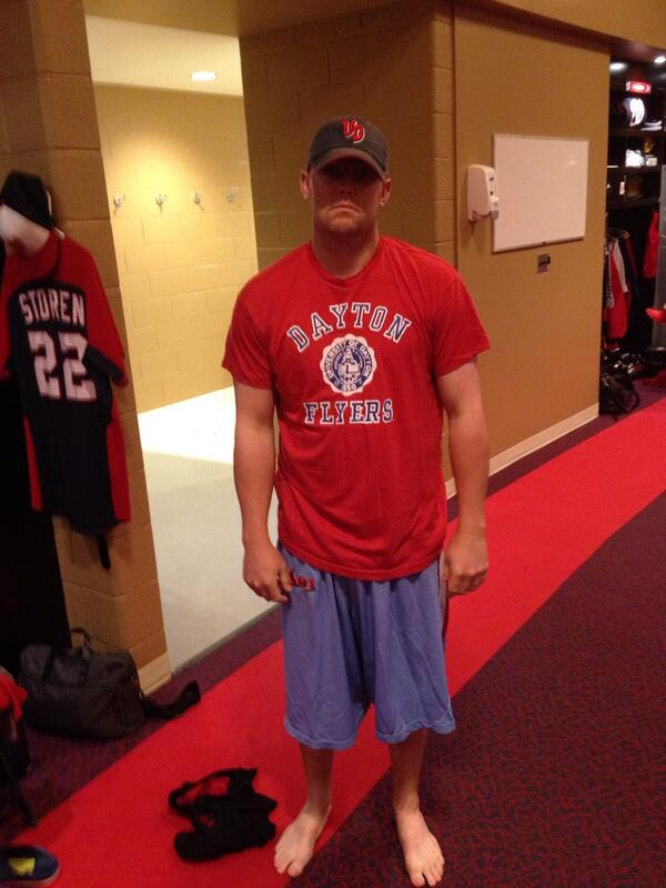 Look at @DrewStoren supporting the @DaytonFlyers and @DaytonMBB this morning! #beatthegators http://t.co/tAYWDfJxko