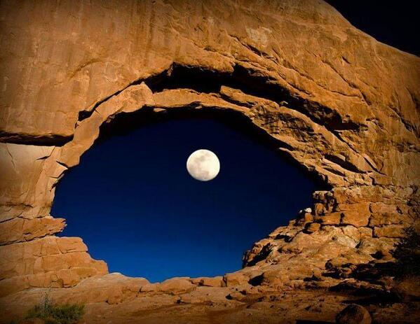 Dragon's Eye. Moon seen from Arches National Park in Utah! http://t.co/JCPy2LLpm7