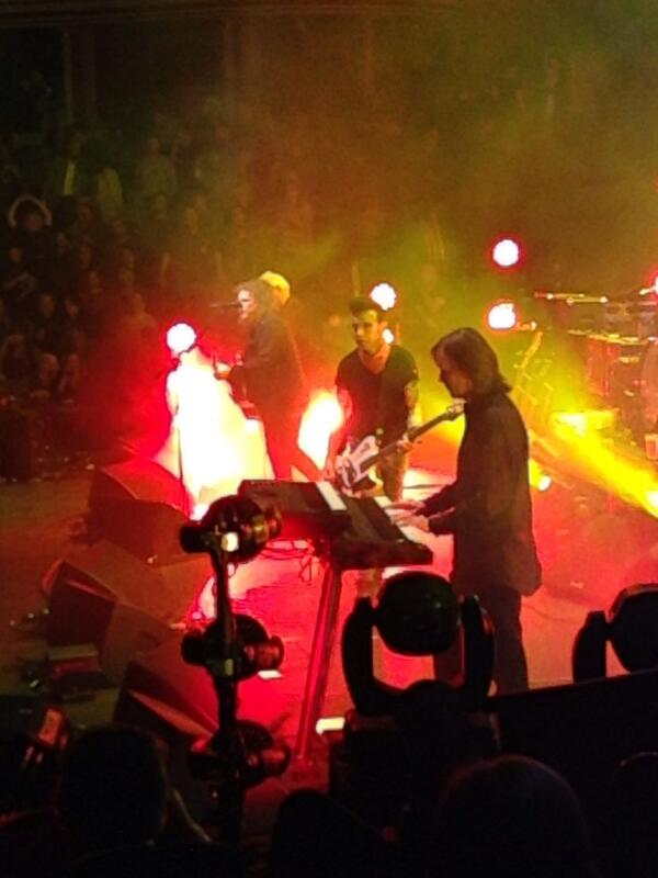 'Friday I'm In Love'! @TeenageCancer @Xfm @XfmManchester #TheCure #TeenageCancerGigs http://t.co/9RG2EO57y1