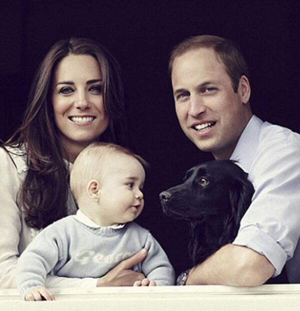 Awww!! Love the gaze between Prince George and Lupo in the latest Royal portrait! http://t.co/ykLH8kH9ad