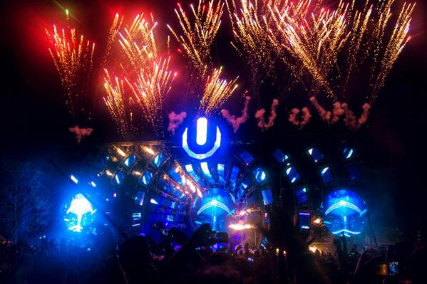 Fireworks @Alesso on Night 2! #Ultra2014 http://t.co/cwGuEixZqC