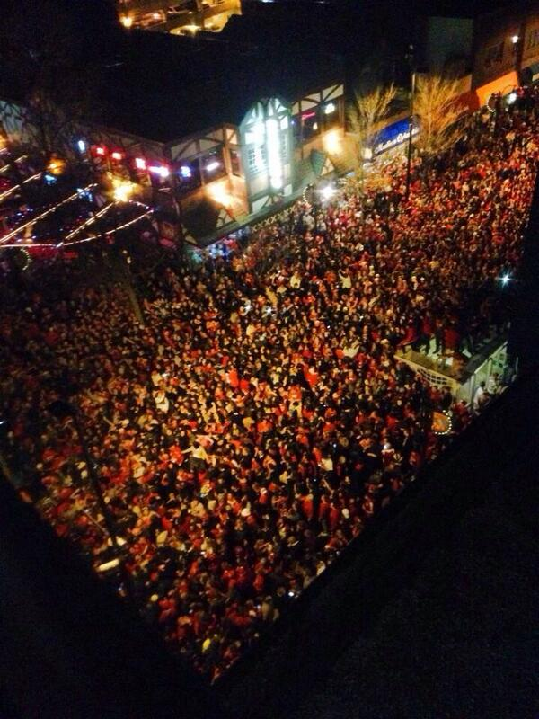 """""""@jonkrause77: A bit of a wait at State Street Brats right now!  http://t.co/iOhh1Oufxs"""" Be safe Badgers fans!"""