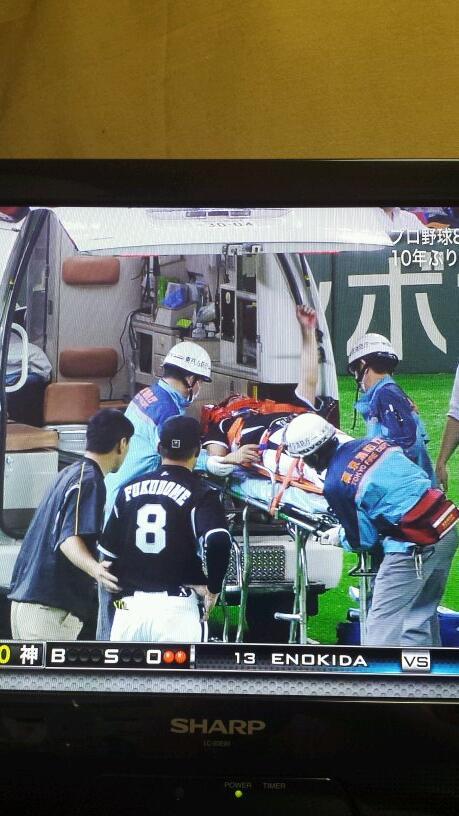"""""""@ryusekaowaryu: 西岡~~!!!!!!  その野球魂カッコいい!!!  頑張れ!!!!!!!  無事を祈ります!! http://t.co/raH2gUKEAT"""""""