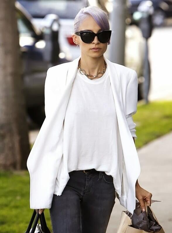 Dying. We want her hair but the jewels are easier. @nicolerichie in @hoh1960 http://t.co/D6RoWzEdMj