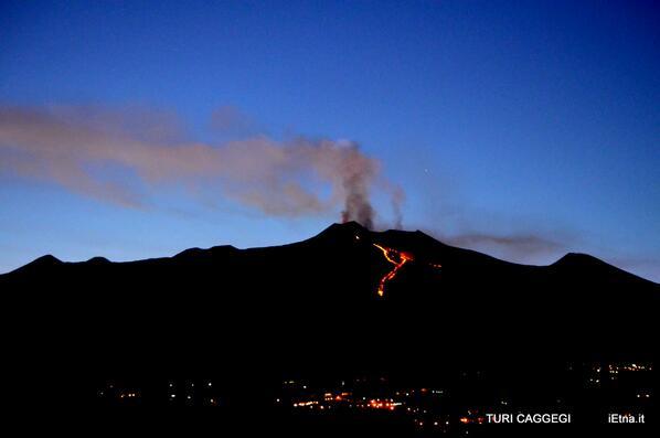 Etna, lava, tonight, beautiful photo MT @TuriCaggegi  Avreste dovuto vederlo, il tramonto sull'#Etna, stasera #Photo http://t.co/5e7eBlVcJl