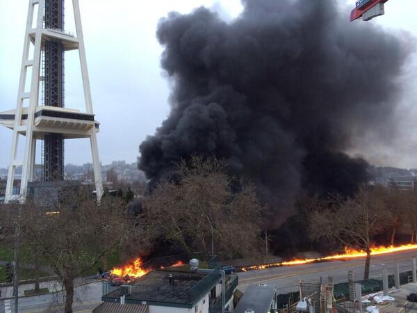PHOTOS: Helicopter crashes beside Space Needle #LiveOnKOMO  http://t.co/OXoB4HEvRA http://t.co/PEs12oqbeM