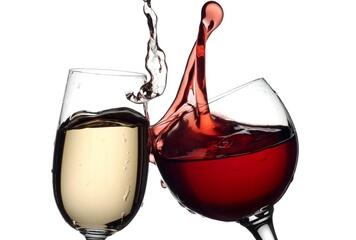 Did you know that as white wine ages it gains color, but as red wine ages it loses color? #WineFacts #TriviaTuesday http://t.co/rRQYftX0Ng