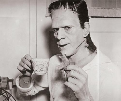 Boris Karloff on the set of Son Of Frankenstein, 1938. http://t.co/3O7DDe7ay3
