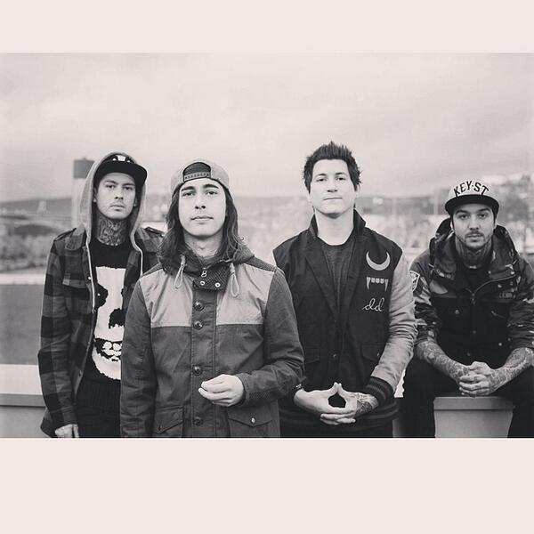 PIERCE THE VEIL ARE PERFECT <3 http://t.co/oekrkZvBtJ