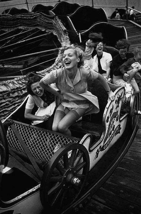 Kurt Hutton, 1938. Taken at the fun fair at Southend, Essex (England). http://t.co/5xMNRCxKnv