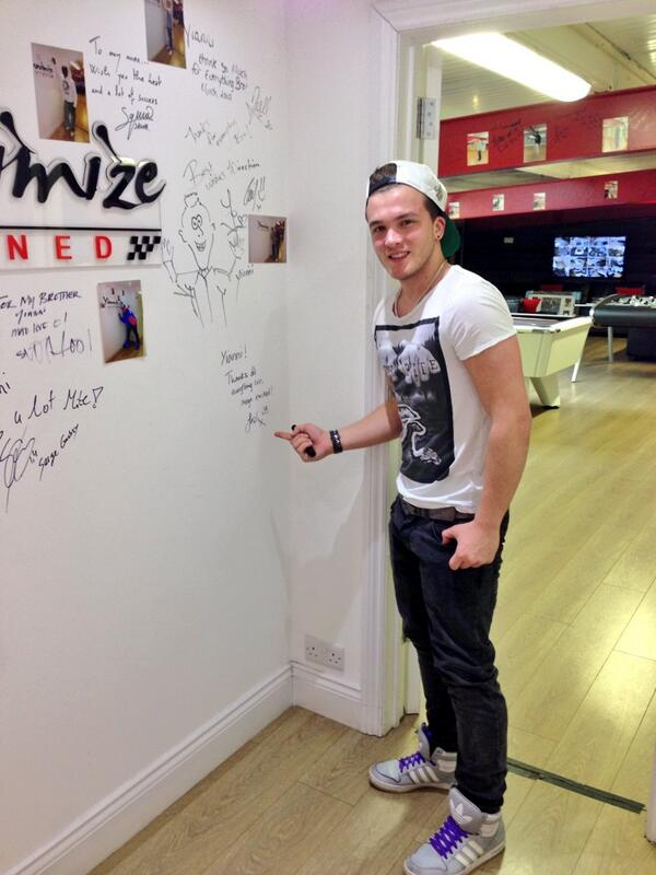 Nice to see @JoshDevineDrums at Yiannimize HQ. just dropped his car.. Gonna look amazing once done! http://t.co/QLN8Mejvv0