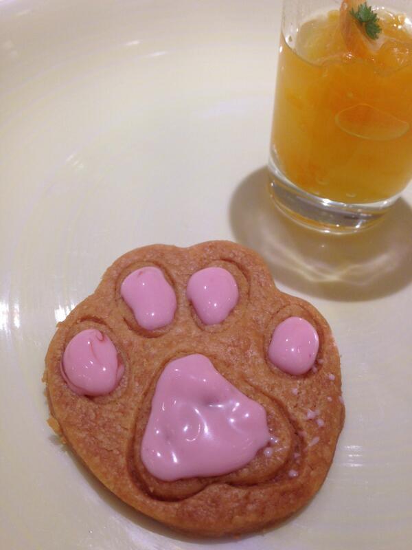 そしてこちらは、Salon de Sweetsの「にゃらんクッキー」 東京ソラマチの「にゃらんスイーツ」は4/30まで限定販売です! http://t.co/sSHRJurOoQ