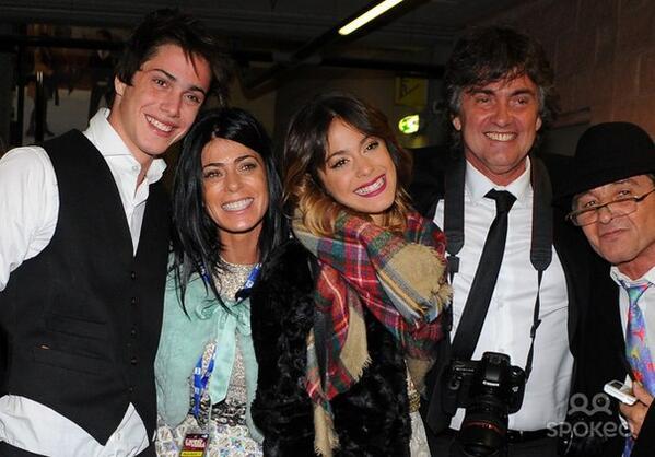 RT @ViolettaBrasil: La familia Stoessel ♥ #LAnnoCheVerrà 😊 @TiniStoessel #E http://t.co/eBqm5fdxYc
