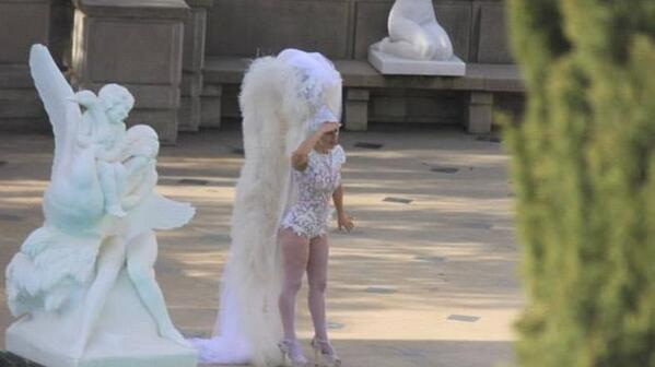 This can only mean 2 things. She either has a fab coreography or she lost Fozzi again http://t.co/pWDlhBMaHQ