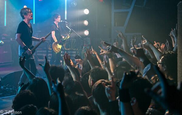 Ted Jensen saw Boom Boom Satellites (@BBS_kawashima) play in Tokyo! Here's an awesome photo he took at the show. http://t.co/AWFmR15MM2