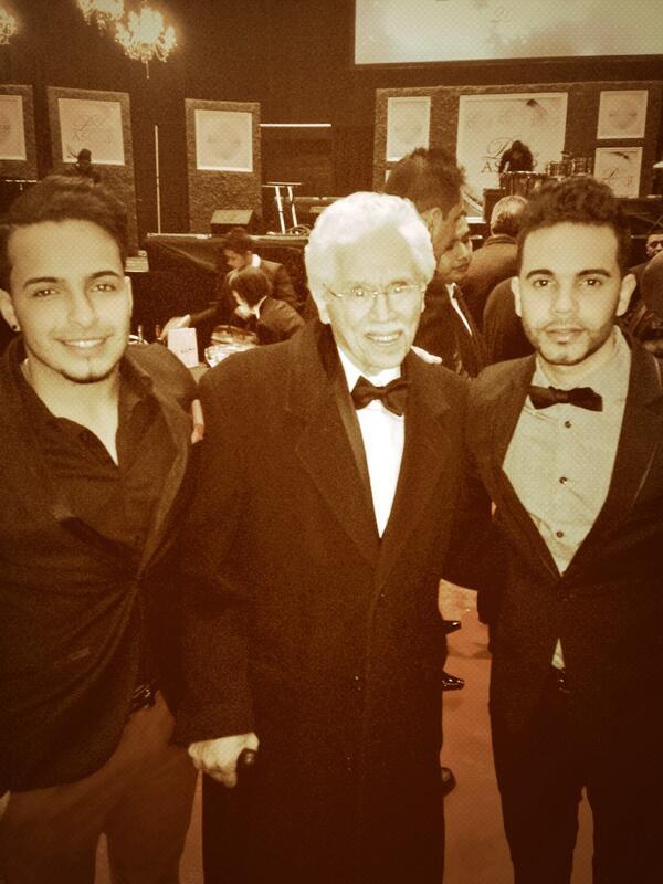 Anoche junto a una de las fichas mas importantes de la Salsa Johnny Pacheco .. Todo un Honor para mi http://t.co/5IFvKYtaqb