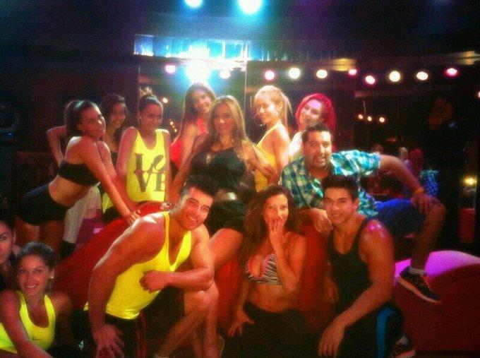 Durante el ensayo del show de esta noche en platinum junto a estos super bailarines... Que nervios! http://t
