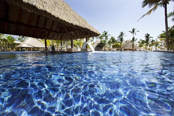 Welcome to the Barceló Bávaro Palace Deluxe swimming pool. RT if you'd like to be here now! http://t.co/R2hgb9Vint http://t.co/e6pLnFAGeS
