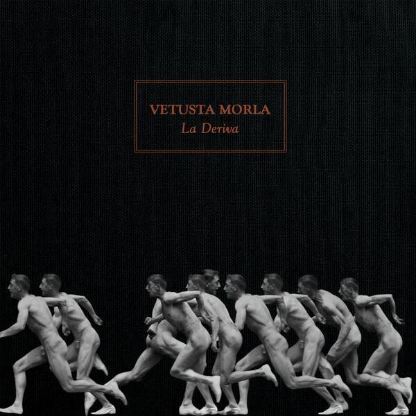 """Ya tenemos fecha y portada para """"La Deriva"""": el 8 de abril estará a la venta en CD y digital. http://t.co/rywgfGPShS"""