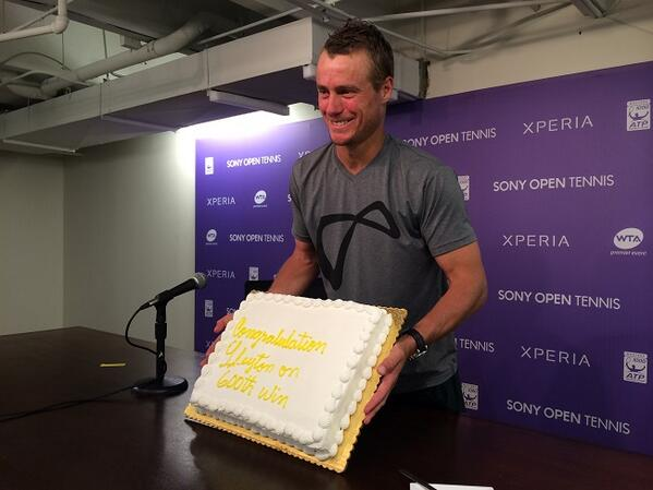 Lleyton Hewitt with the cake presented to him for his 600th match win. He says he has a bit of a sweet tooth. http://t.co/KaAZCswWhk