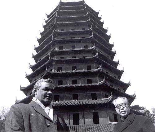 1979 :: Shri Atal Bihari Vajpayee at the Pagoda  in Hangzhou , China http://t.co/gdUEWPfRMW #BharatRatna