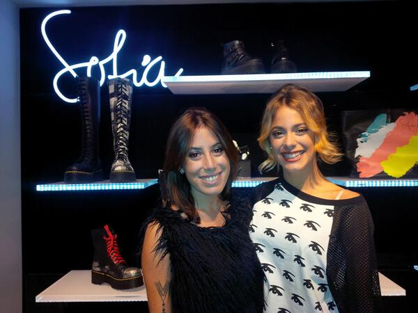 Una foto para nuestras queridas Tinistas!!! @TiniStoessel con @SofiaSarkany en la celebración de #SarkanyUnicenter ♥ http://t.co/gCvh8ipXsR