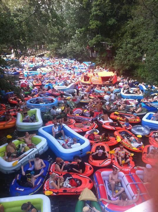 This is the annual beer floating event near Helsinki, Finland http://t.co/pez0cgq5K3