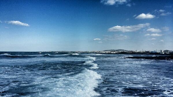 제주의 흔한 바다풍경  http://t.co/aIqFvv4sMA http://t.co/TzLD0Lw0GM