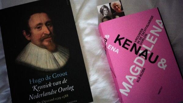 Ben overigens heel blij met mijn nieuwe boeken oa van @elskloek http://t.co/FWMxPxlkcA