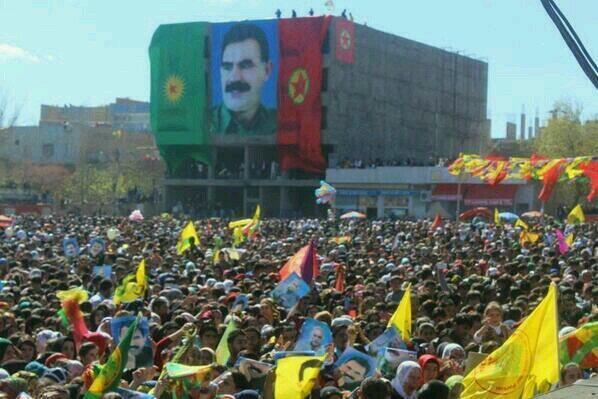 Diyarbakır'da Apo'lu Nevruz'a izin veren BB  Türkçe Olimpiyatları'na izin vermeyecekmiş. http://t.co/bqbNB6RVk1