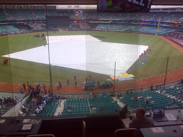 You're shitting me! WTF? Tarp on the field at the Sydney Cricket Ground. http://t.co/ZVmOwOBB4Z